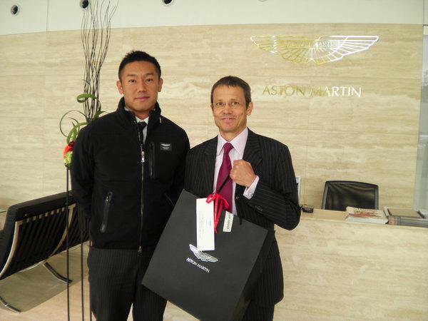 浩八支店長とサイモンさん.JPG