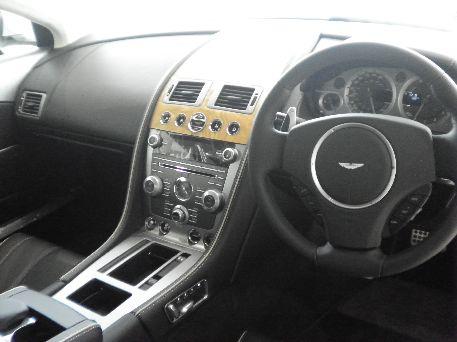 DB9ライトニング 内装フロント全体.jpg