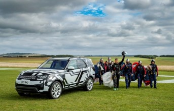160908land-rover-puts-world-first-intelligent-seat-fold-technology-extreme-test-remotely_thumb