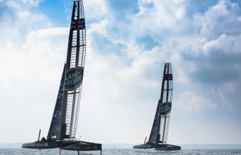 161119land-rover-driving-ben-ainslies-race-win-americas-cup