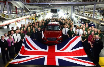 170215jaguar-land-rover-britains-biggest-car-manufacturer-second-year