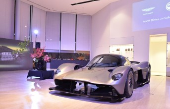 171006aston-martin_marek-dinner-with-valkyrie