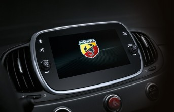 180830_abarth_uconnect