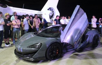 180824_mclaren-600lt-runway-night_thumb