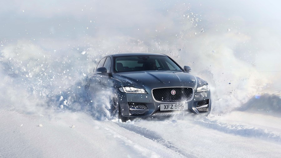 190219_jaguar_xe_xf_awd_superior